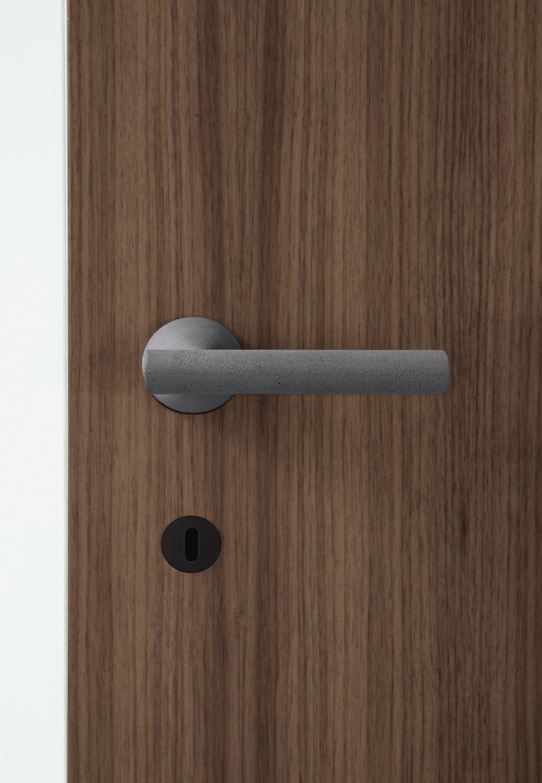 Sfeerimpressie TH5802149 Juno deurkruk op rozet.png